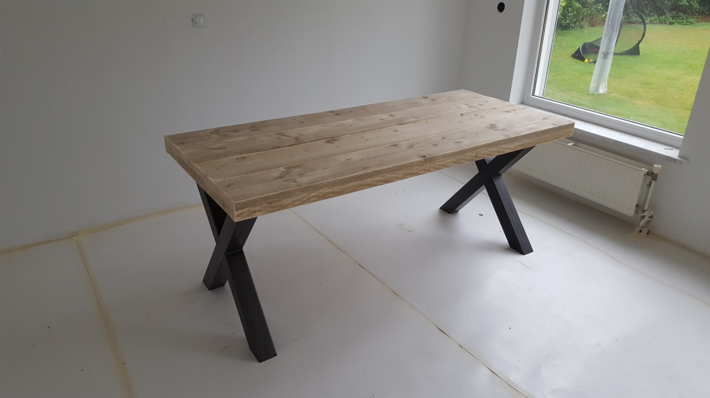 Steigerhouten eettafel met kruispoot tafels